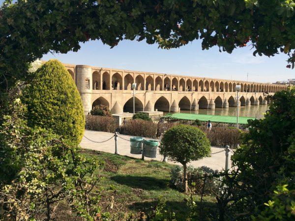 Isfahan: Die 33-Bögen-Brücke Si-o-se Pol wurde im Jahr 1602 fertiggestellt. Foto © Welz (2016)