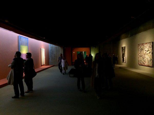 TMOCA Blick in die Galerie mit Mark Rothko, Morris Louis, Jackson Pollock, Pierre Soulages und Michelangelo Pistoletto - Foto © Welz